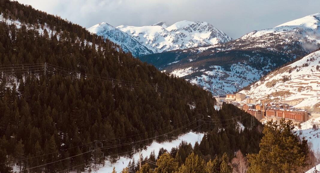 Montaña nevada en Andorra