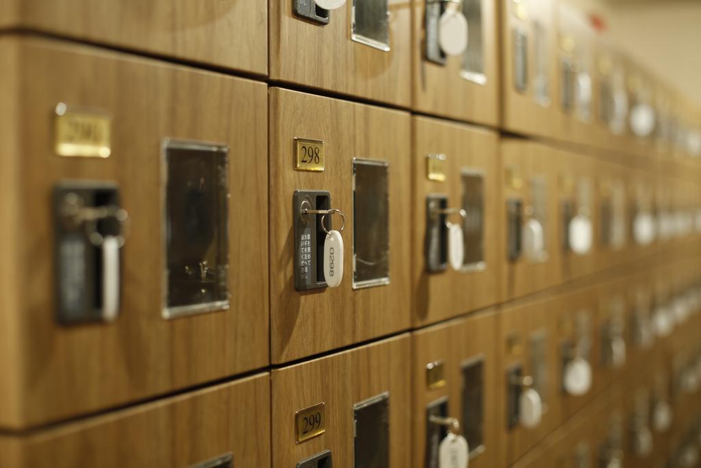Lockers para zapatillas hoteles cápsula