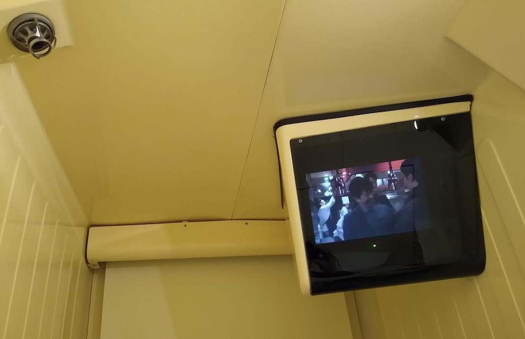 hoteles cápsula tokio televisor